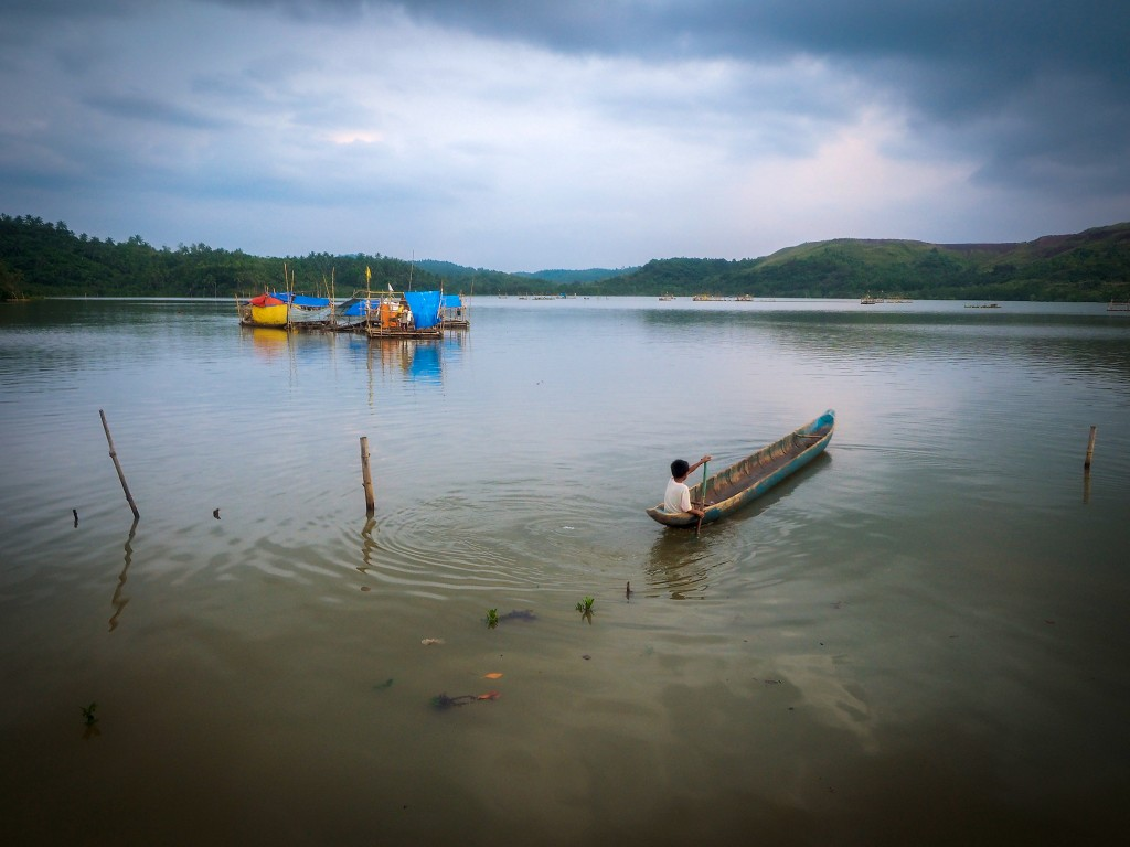 Mambulao Bay in the Camarines Norte region of the Philippines. Photograph by Larry C. Price/Pulitzer Center on Crisis Reporting