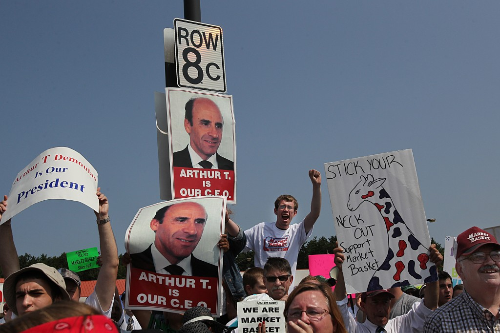 Employees and customers hold a rally in support of Arthur T. Demoulas and Market Basket. Photo by Suzanne Kreiter/The Boston Globe via Getty Images.