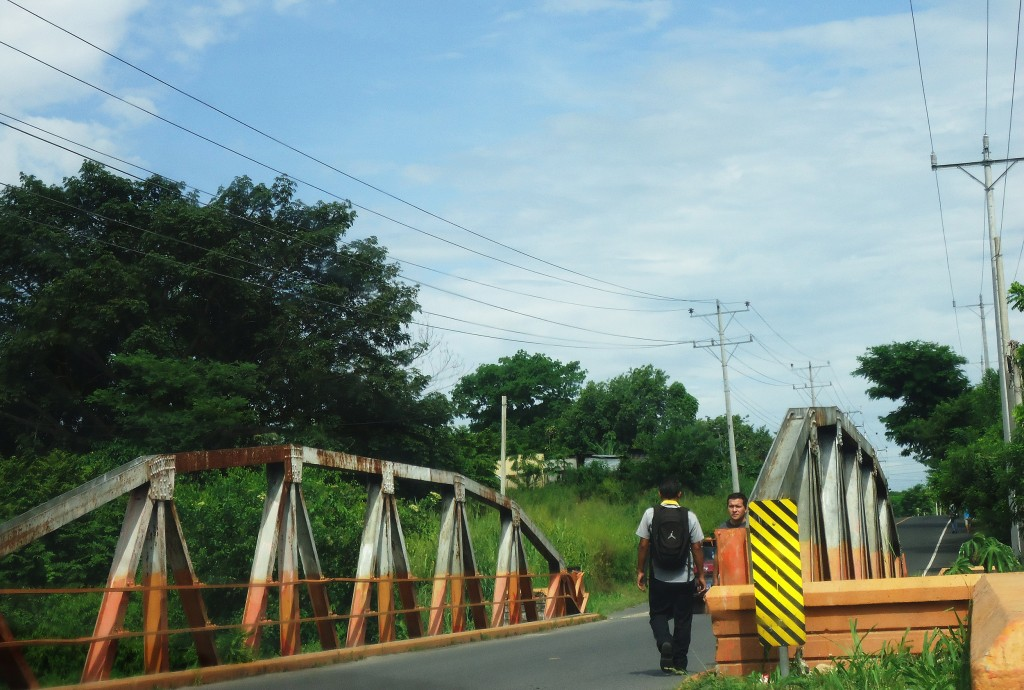 The bridge that divides gang territory in José hometown. Photo by Lady Conde/Fronteras Desk