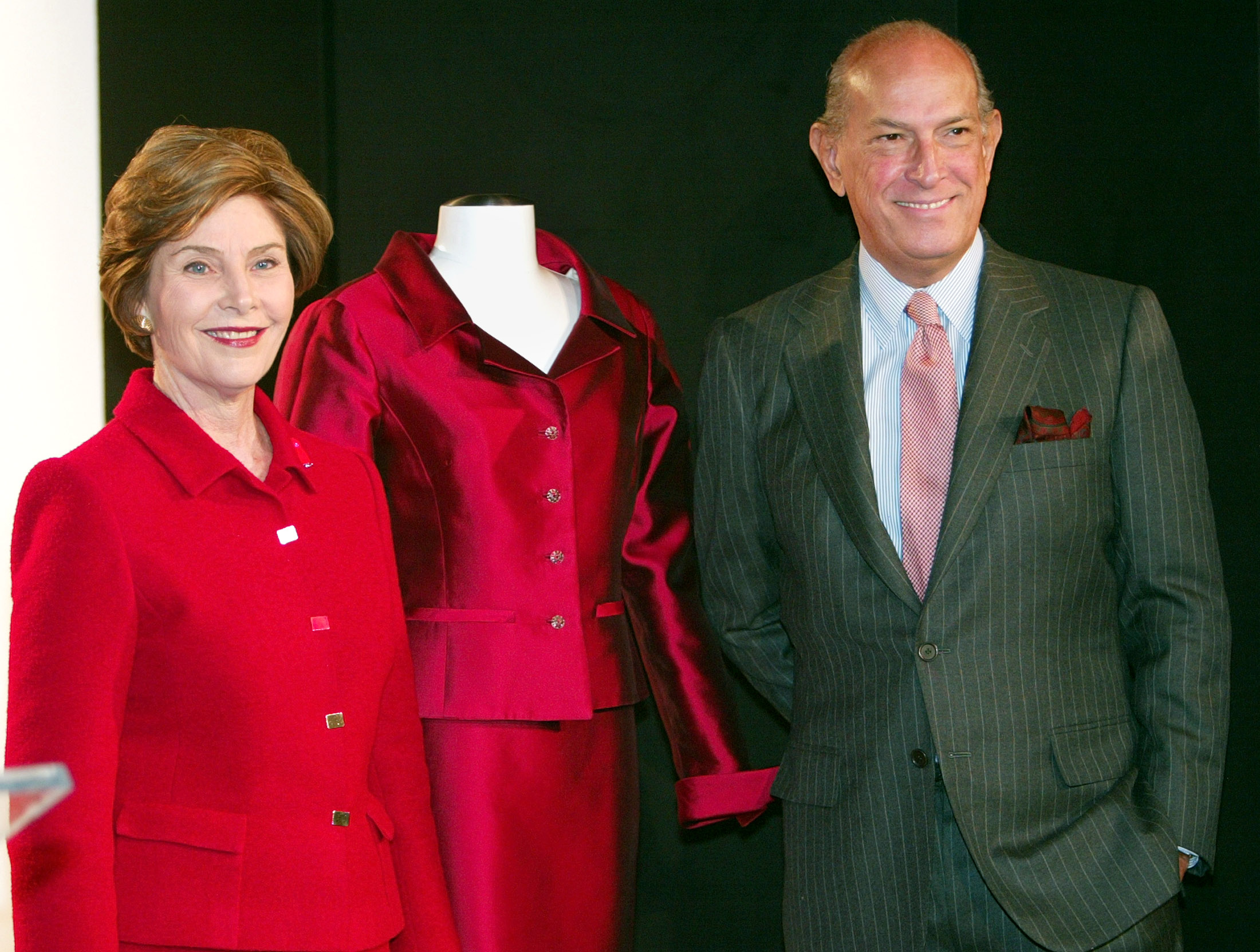 The designer with former First Lady Laura Bush. REUTERS/Jeff Christensen.