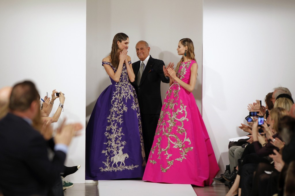 Designer Oscar de la Renta poses with models after presenting his Autumn/Winter 2013 collection at New York Fashion Week. REUTERS/Lucas Jackson.