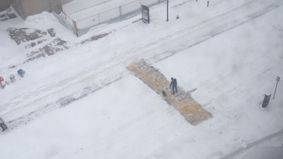 00dd1ce0e79e0 Why a bartender cleared snow from Boston Marathon s finish line ...