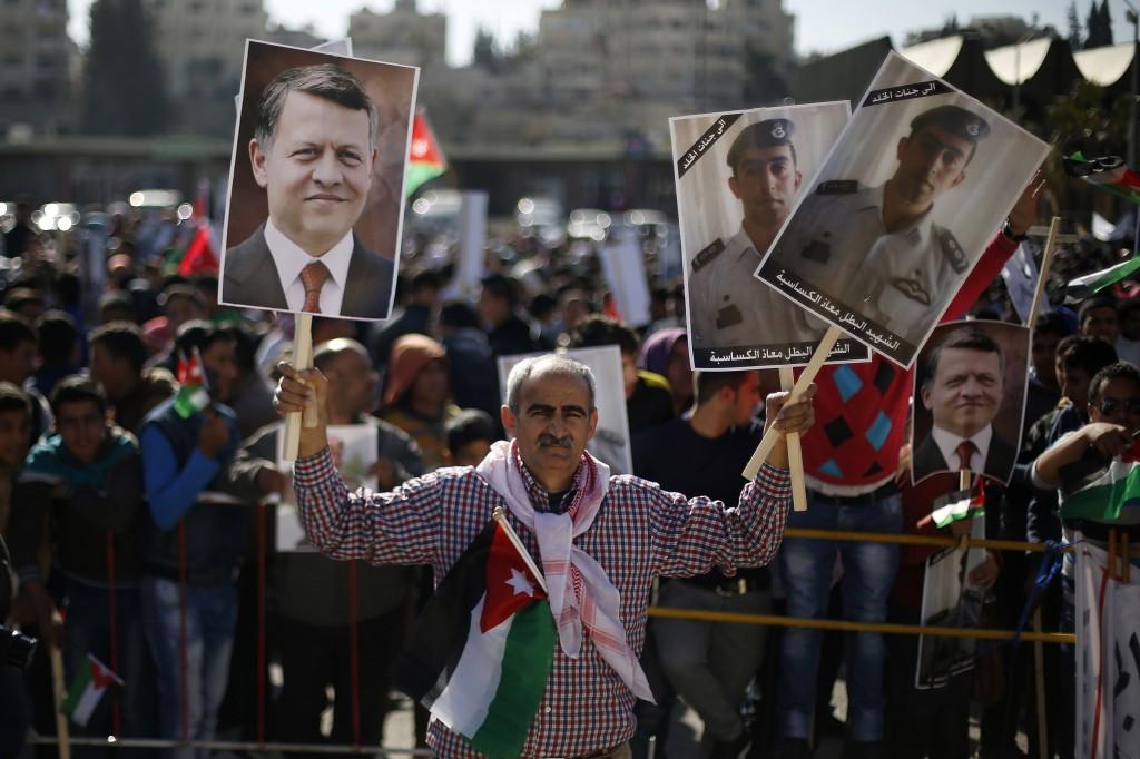 U.S. must resist urge to 'overreach' in global crises, Obama says