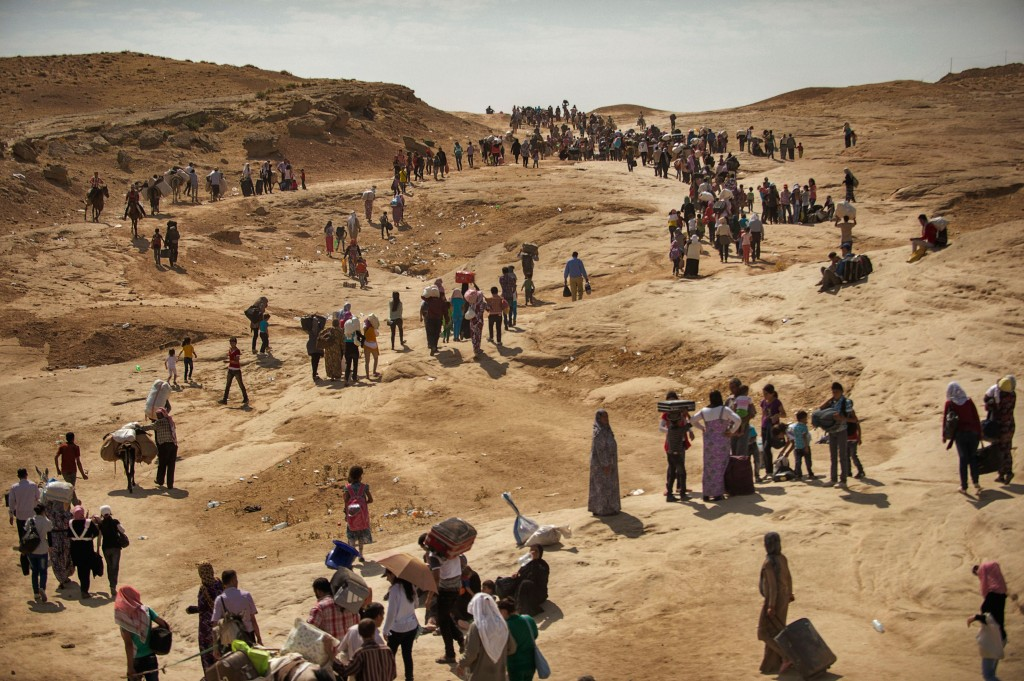 Thousands of Syrians cross from Syria into Northern Iraq near the Sahela border point in Dahuk, Northern Iraq, August 21, 2013. Photo by Lynsey Addario for The New York Times