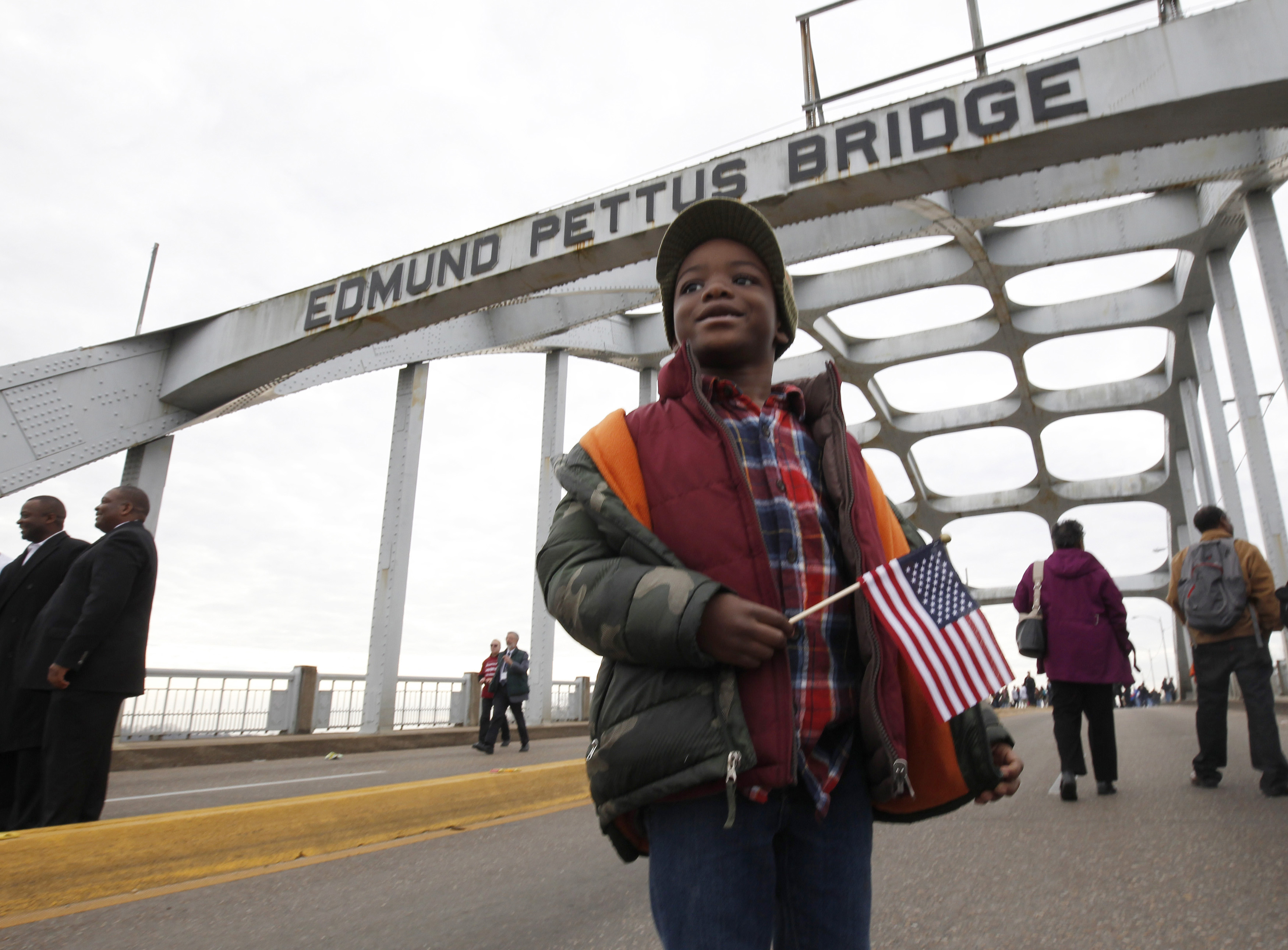 Five year old Kendarius Vickers stands on the Edmund Pettus Bridge as he waits for his family before the beginning of the 50th anniversary of the Selma to Montgomery civil rights march in Selma, Alabama March 8, 2015. REUTERS/Tami Chappell  (UNITED STATES - Tags: POLITICS ANNIVERSARY SOCIETY) - RTR4SIDS