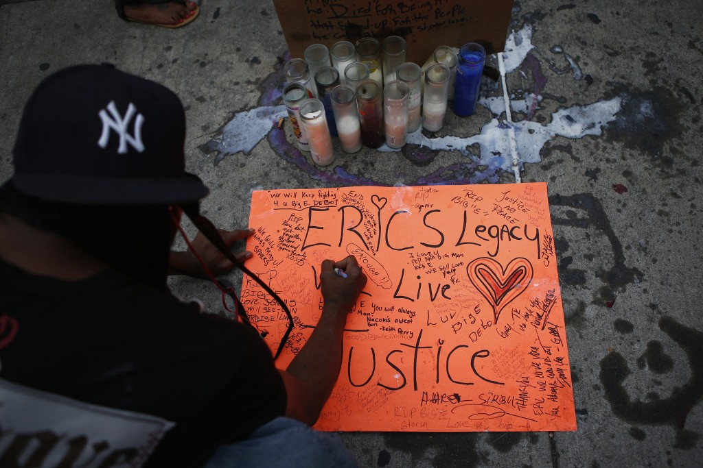 A man pays respect at the site where Eric Garner died after New York police put him in a chokehold in July in Staten Island, New York. Photo by Eduardo Munoz/Reuters