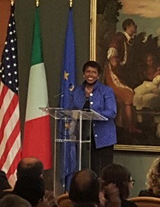 Gwen accepts Urbino press award