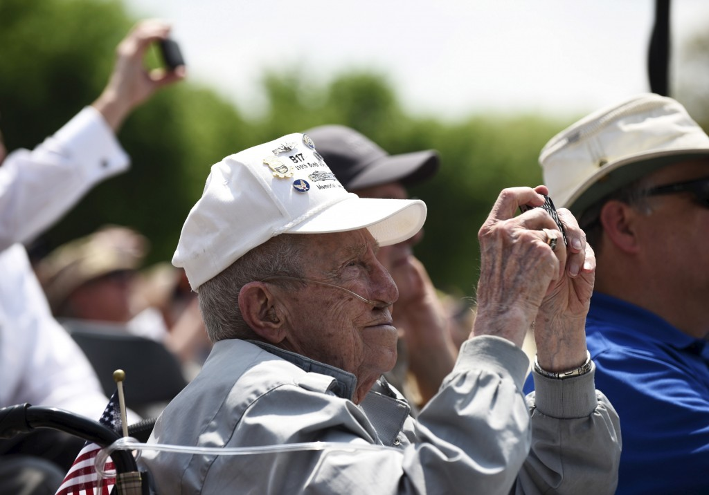 """A World War II veteran takes a picture with a cell phone during a """"Capitol Flyover"""" over the National Mall  to commemorate the 70th anniversary of VE (Victory in Europe) Day, in Washington May 8, 2015. Photo by Sait Serkan Gurbuz/Reuters"""