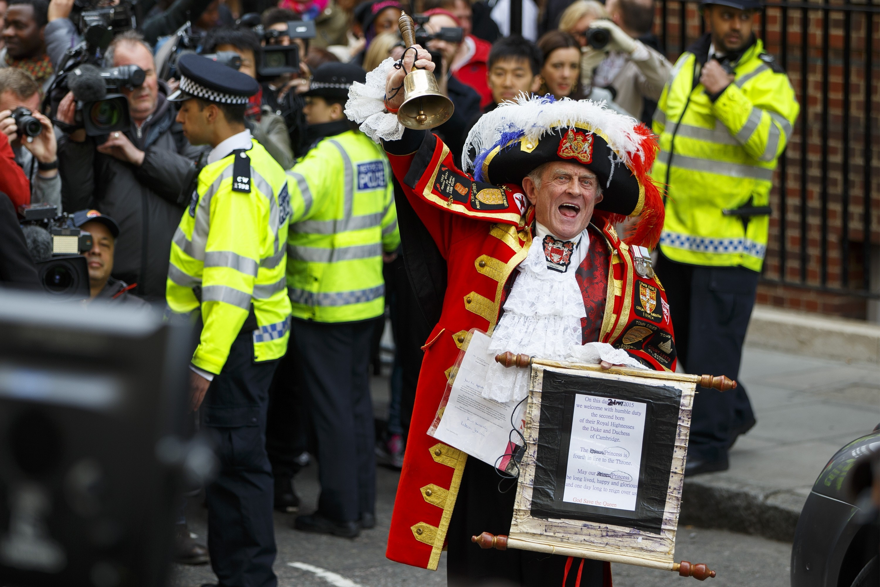 Unofficial Town Crier Tony Appleton announces The Duchess of Cambridge has given birth to a girl outside St. Mary's Hospital in London, England on May 2, 2015. (Photo by Tolga Akmen/Anadolu Agency/Getty Images)