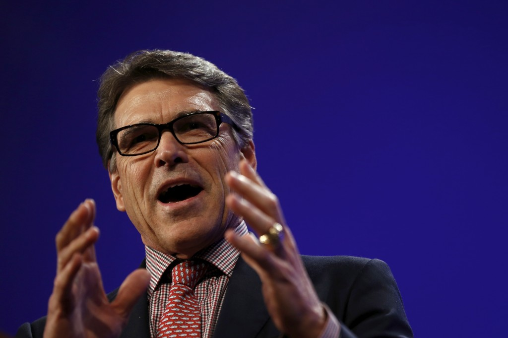 Former Texas Governor Rick Perry speaks at the Republican Party of Iowa's Lincoln Dinner in Des Moines, Iowa, United States, May 16, 2015. Photo by Jim Young/Reuters