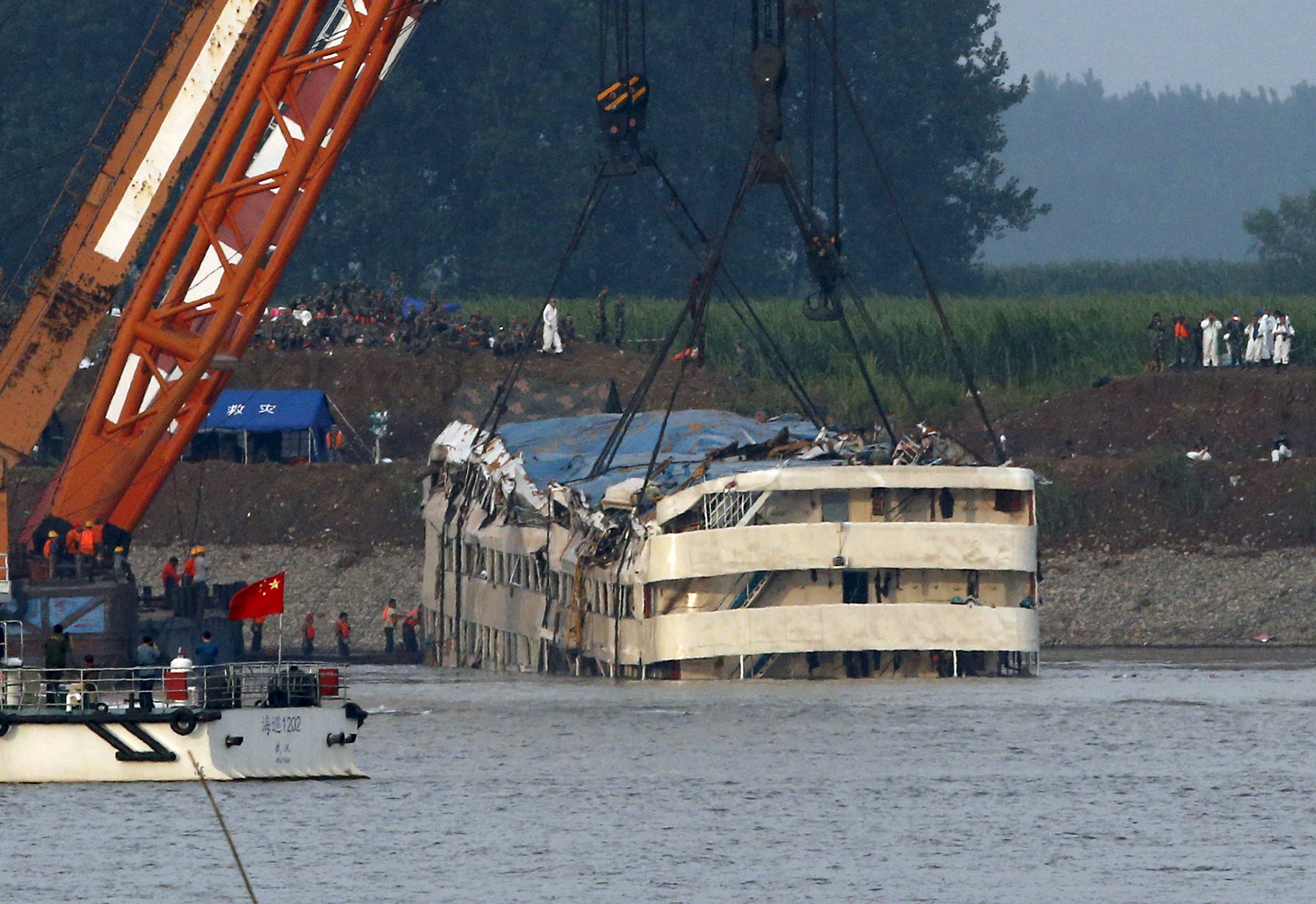 A rescue team works on lifting the capsized cruise ship Eastern Star in the Jianli section of Yangtze River, Hubei province, China, June 5, 2015. The ship eventually resumed a floating position once the water drained out of its cabins. Kim Kyung-Hoon/Reuters