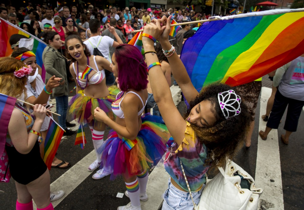 People take part in the annual NYC Gay Pride parade in New York City June 28, 2015. REUTERS/Eric Thayer - RTX1I5WG