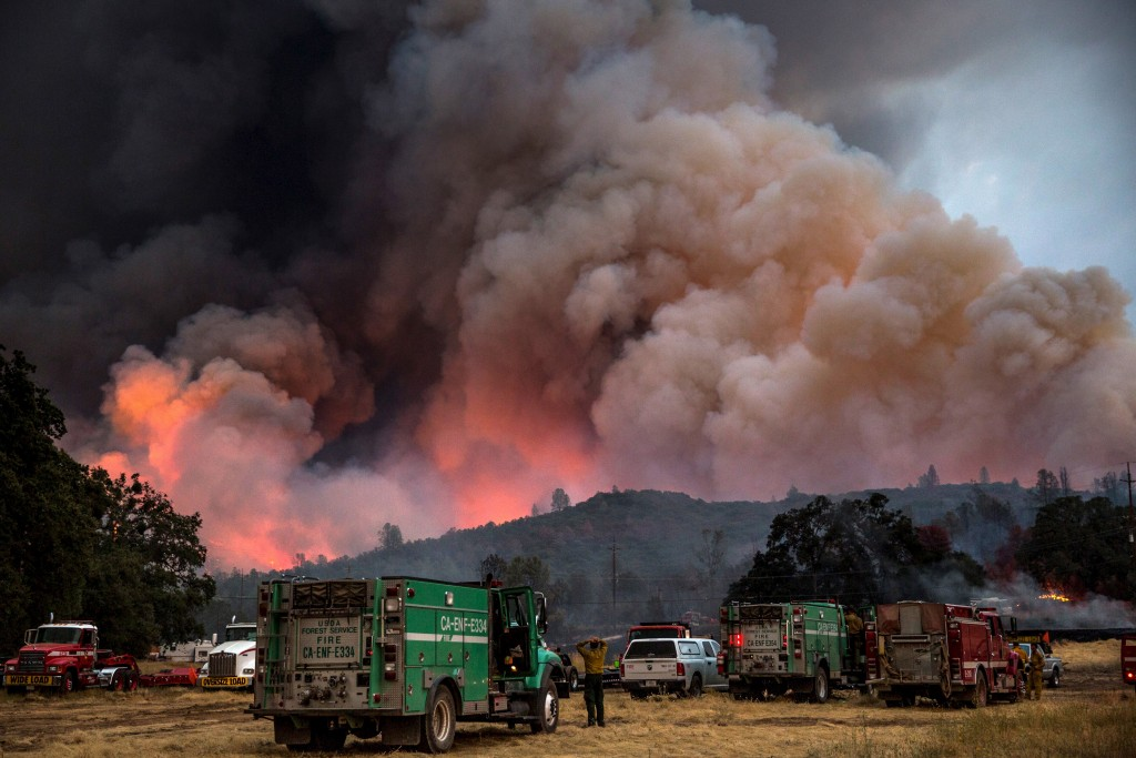 Firefighters watch the Rocky Fire advance in Lake County, California July 30, 2015. Photo by Max Whittaker/Reuters