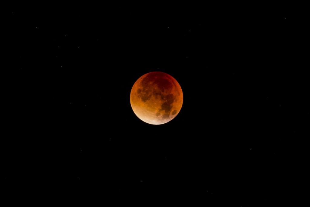 Watch the supermoon lunar eclipse live