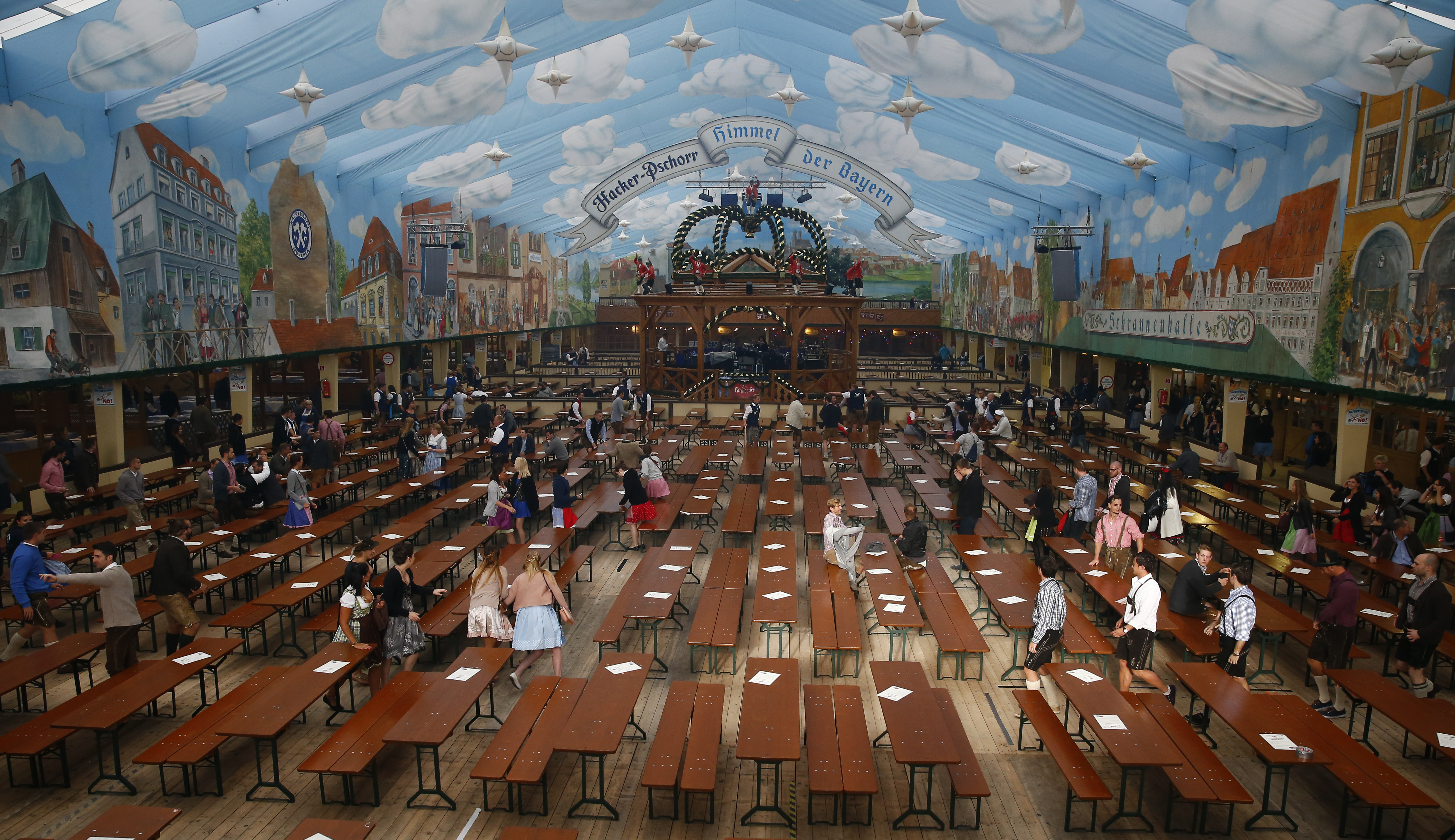 Customers fill a tent after the opening of the 182nd Oktoberfest in Munich, Germany, September 19, 2015. Millions of beer drinkers from around the world will come to the Bavarian capital over the next two weeks for Oktoberfest, which starts today and runs until October 4, 2015. REUTERS/Michael Dalder - RTS1U81