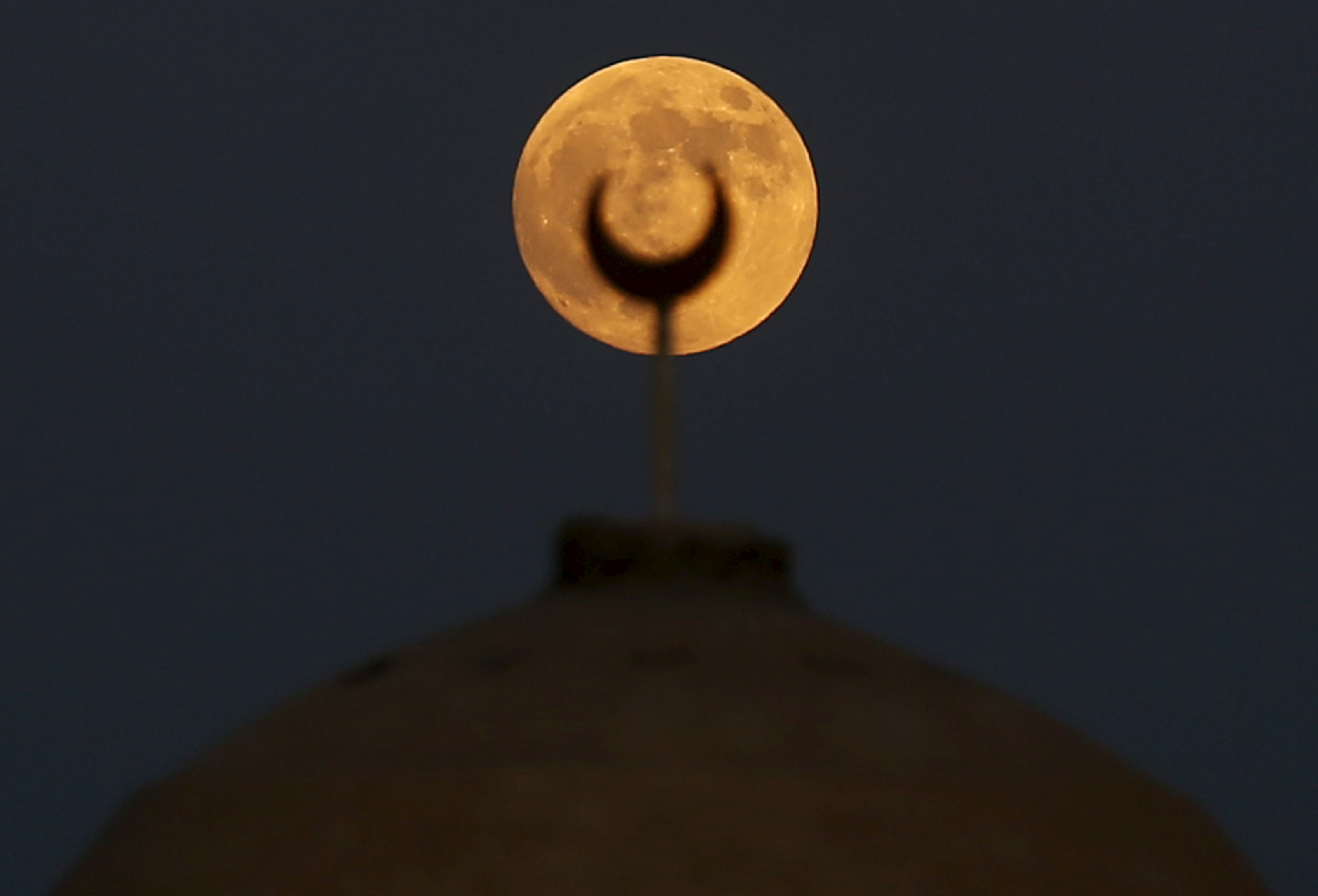 The last of this year's supermoons rises above a minaret of a mosque in Wadi El-Rayan Lake at the desert of Al Fayoum Governorate, southwest of Cairo, Egypt, on Sept. 27. Photo by Amr Abdallah Dalsh/Reuters