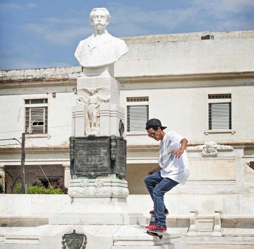 Orlando Rosales of 23yG (a skate crew in Cuba) skating in Cuba.