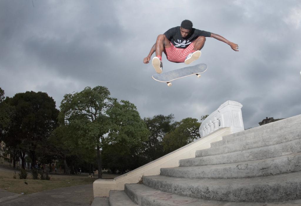 Reinaldo Vicet Reyes skating in Cuba.