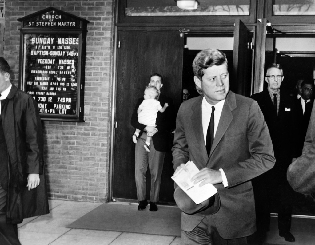 a close analysis of the cuban missile crisis October marked the 40th anniversary of the cuban missile crisis, in which the united states and the soviet union came chillingly close  by the end of the week,.