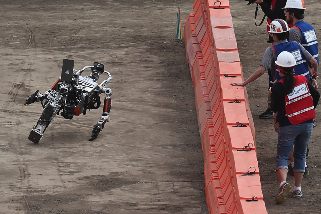 Robots teach themselves martial arts to avoid smashing into the ground