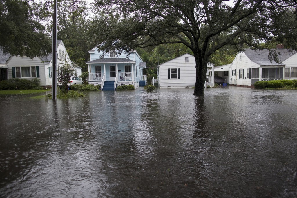 A view shows floodwaters partially submerging Orange Street in Georgetown, South Carolina October 4, 2015. Most major roads through the historical South Carolina city have closed due to flooding. Vast swaths of U.S. Southeast and mid-Atlantic states were grappling with heavy rains and flooding from a separate weather system which has already caused at least five deaths, washed out roads and prompted evacuations and flash flood warnings. REUTERS/Randall Hill - RTS2ZEX