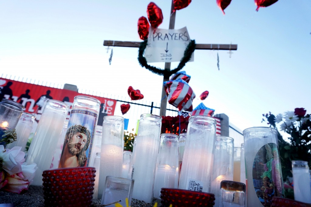 """Momentos adorn a shrine following Wednesday's attack in San Bernardino, California December 5, 2015. Authorities are investigating the shooting as an """"act of terrorism"""", Federal Bureau of Investigation assistant director David Bowdich said at a news conference on Friday. REUTERS/Sandy Huffaker - RTX1XBIQ"""