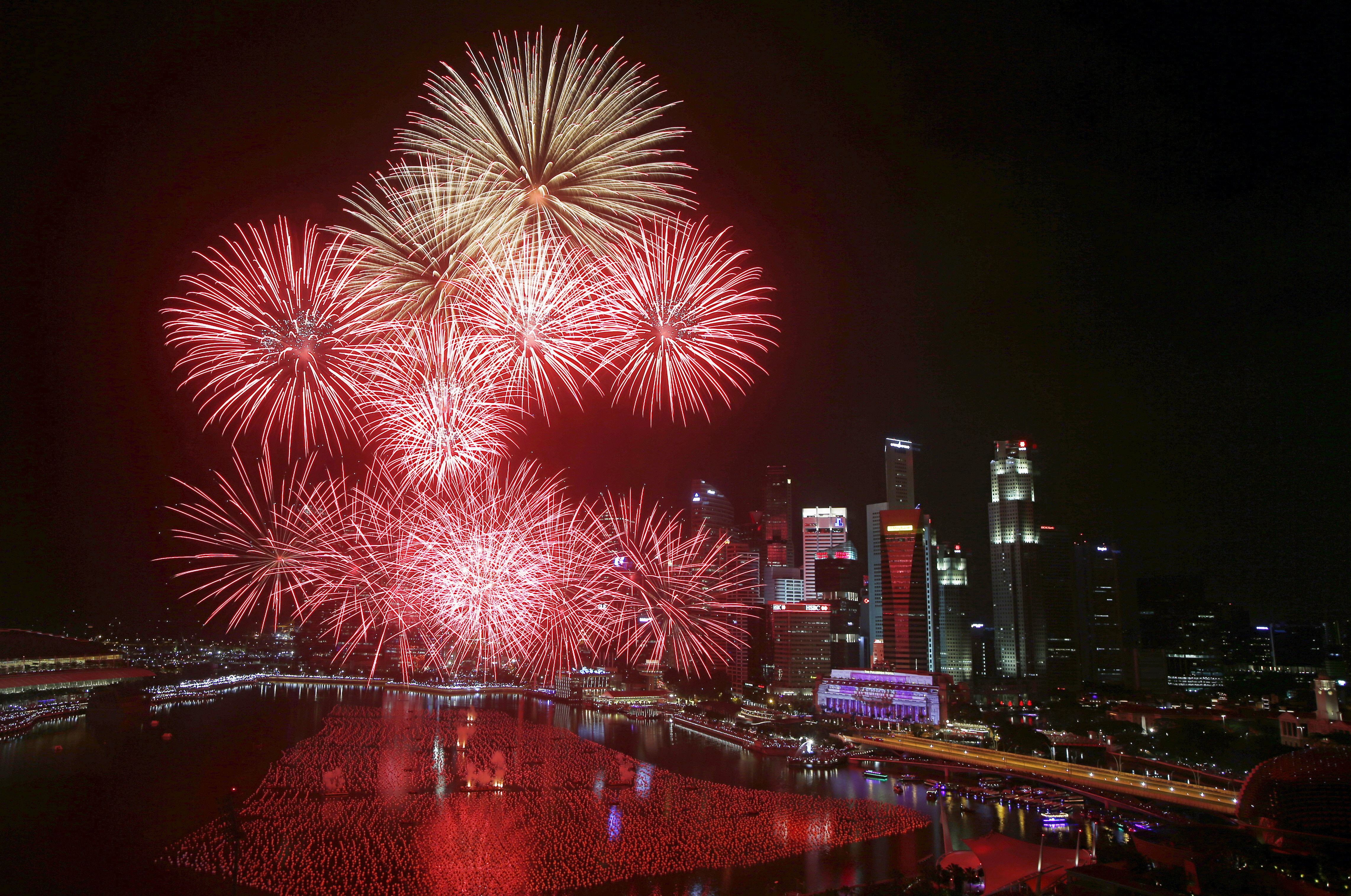 Fireworks explode in Marina Bay against the skyline of Singapore during New Year's Day celebrations. Photo by Edgar Su/Reuters