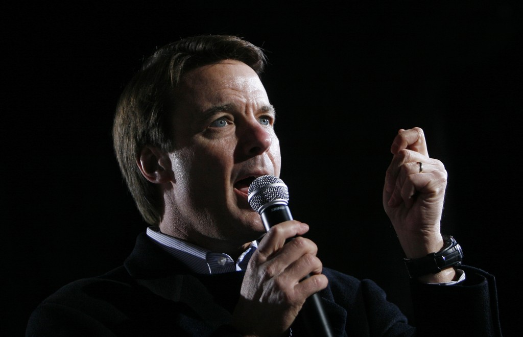US Democratic presidential candidate and former Senator John Edwards speaks during a campaign stop at the College of Charleston in Charleston, South Carolina January 25, 2008.         REUTERS/Joshua Lott (UNITED STATES) US PRESIDENTIAL ELECTION CAMPAIGN 2008  (USA) - RTR1WAMC
