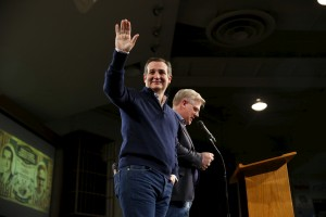 Conservative commentator Glenn Beck endorses Sen. Ted Cruz (R-TX) for the Republican presidential nomination at Faith Baptist Bible College in Ankeny, Iowa, Jan. 23, 2016. Photo By Aaron P. Bernstein/Reuters