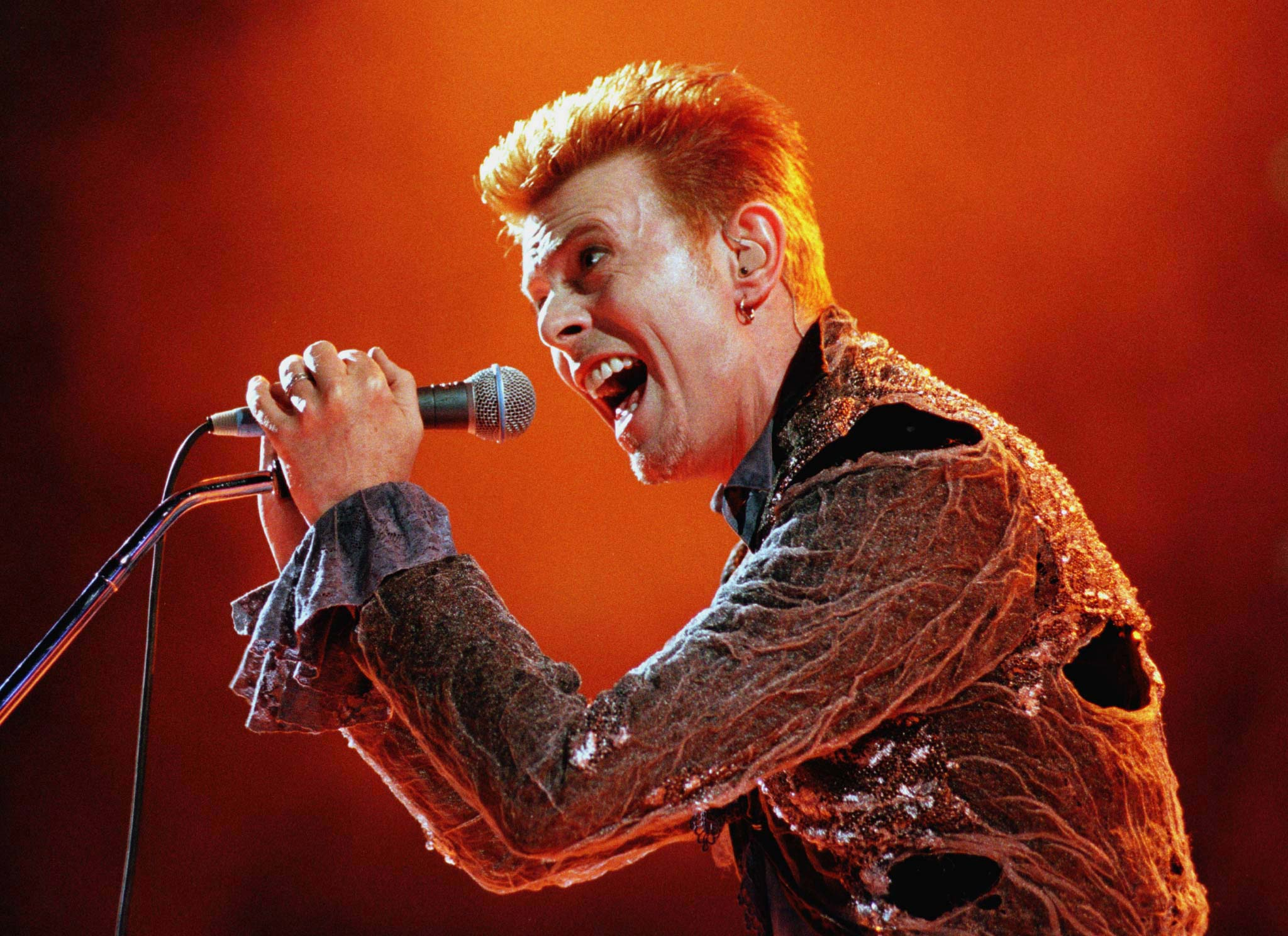 David Bowie performs at the Panathinaikos stadium in Athens during a rock festival, July 1, 1996. The two-day festival includes performances by Lou-Reed, Simply-Red, and Elvis-Costello.