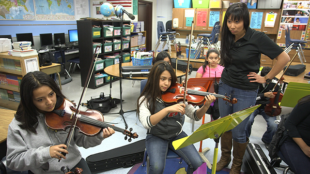 YAMA director Stephanie Hsu teaches a violin lesson. Photo by Greg Davis, courtesy of KCTS.