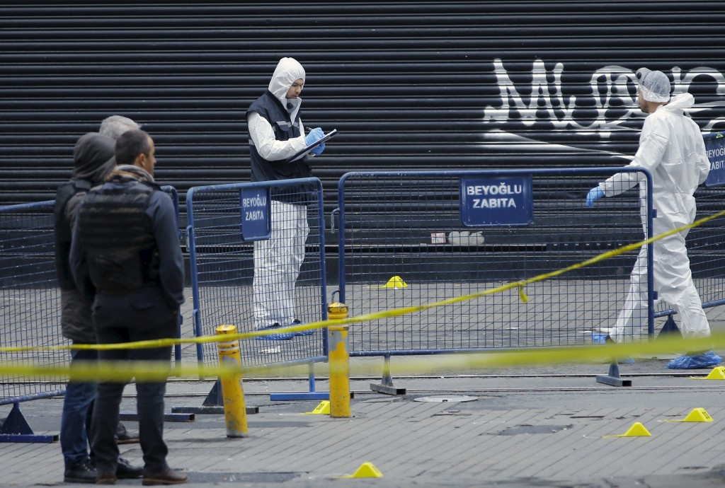 Police forensic experts inspect the area after a suicide bombing in a major shopping and tourist district in central Istanbul, Turkey March 19, 2016. Huseyin Aldemir/Reuters