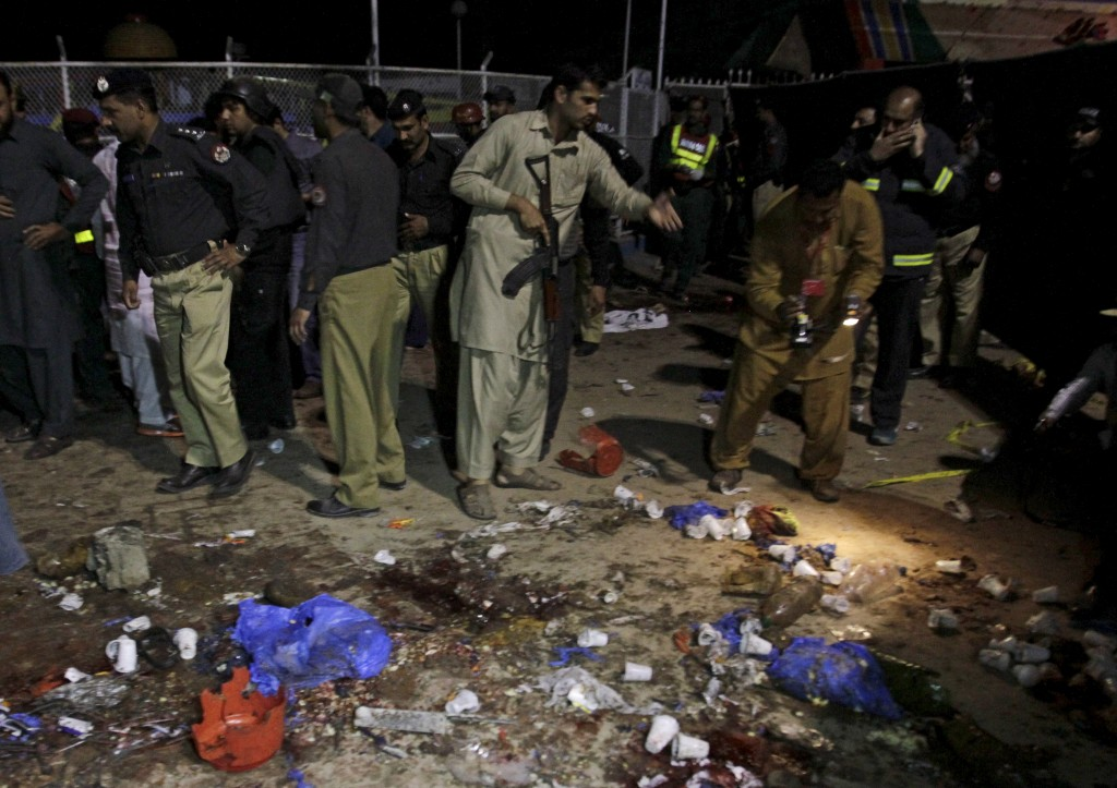 ATTENTION EDITORS - VISUAL COVERAGE OF SCENES OF INJURY OR DEATH     Security officials gather at the site of a blast outside a public park in Lahore, Pakistan, March 27, 2016.   REUTERS/Mohsin Raza TEMPLATE OUT - RTSCF4H