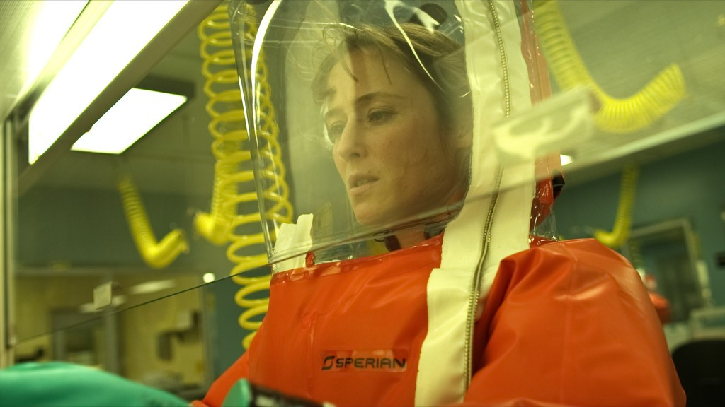 """JENNIFER EHLE as Dr. Ally Hextall in """"CONTAGION"""", a 2011 film directed by Steven Soderbergh. Photo by Warner Brothers Pictures"""