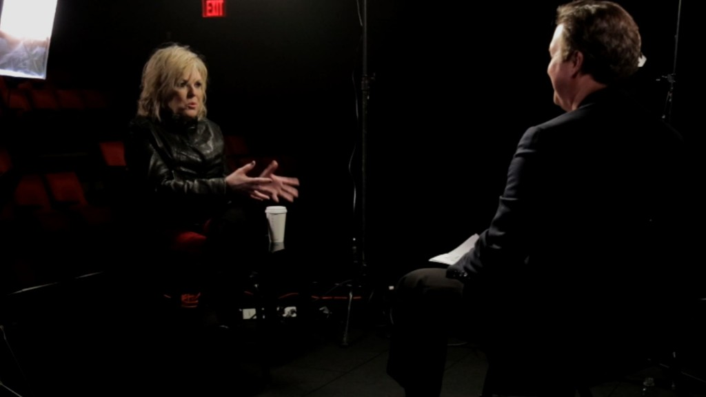 NewsHour's Phil Hirshkorn sits down with Lucinda Williams. Photo by NewsHour Weekend
