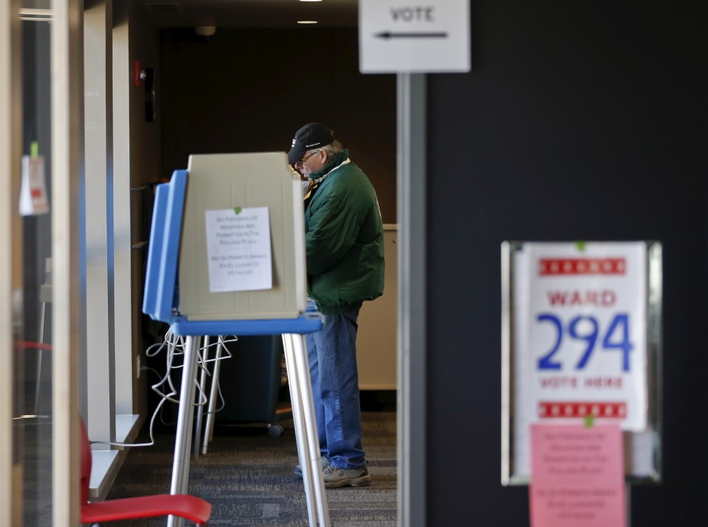 A voter casts his ballot at the Tippecanoe Library during voting for the Wisconsin U.S. presidential primary election in Milwaukee April 5, 2016. REUTERS/Kamil Krzaczynski - RTSDPOO