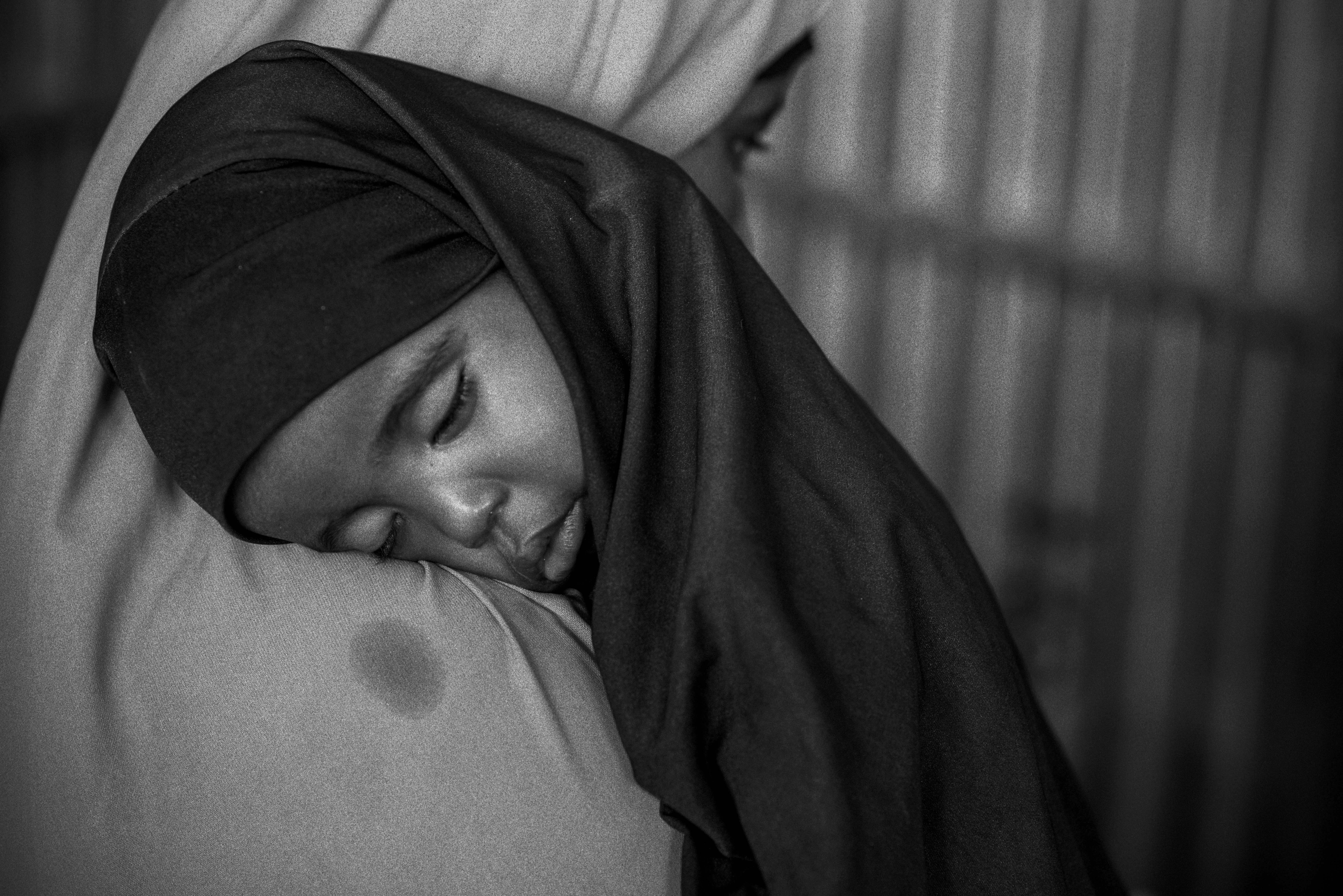 A young girl visits a UNICEF walk-in clinic with her mother in Somaliland. Photo by Sebastian Rich for UNICEF