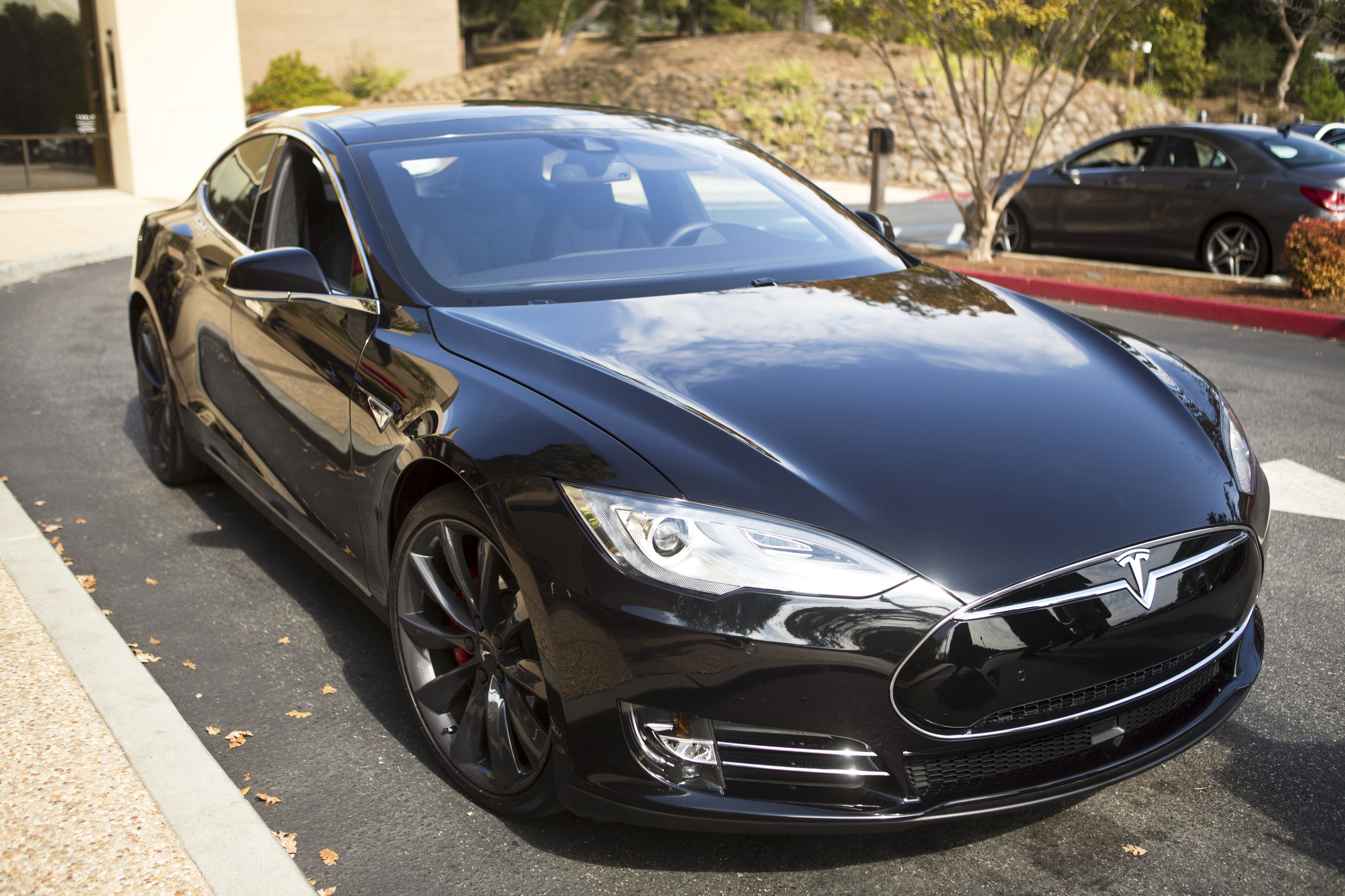 A Tesla Model S with version 7.0 software update containing Autopilot features is seen during a Tesla event in Palo Alto, California October 14, 2015. Photo by Beck Diefenbach/REUTERS