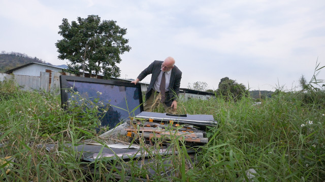 A tracking device planted in a computer dropped off at a Dell Reconnect location led Puckett here, an abandoned field strewn with LCD monitors, CRT monitors, camcorders and keyboards. Photo by Ken Christensen, KCTS9/EarthFix