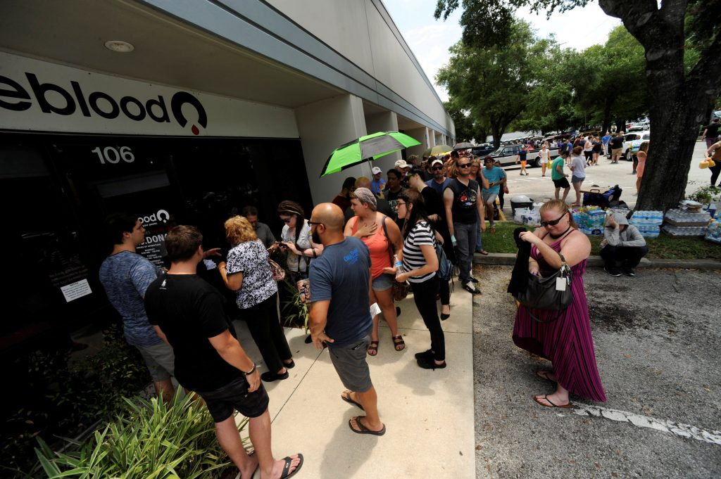 Hundreds of community members line up outside a clinic to donate blood after an early morning shooting attack at a gay nightclub in Orlando, Florida, U.S, June 12, 2016.  Steve Nesius/REUTERS