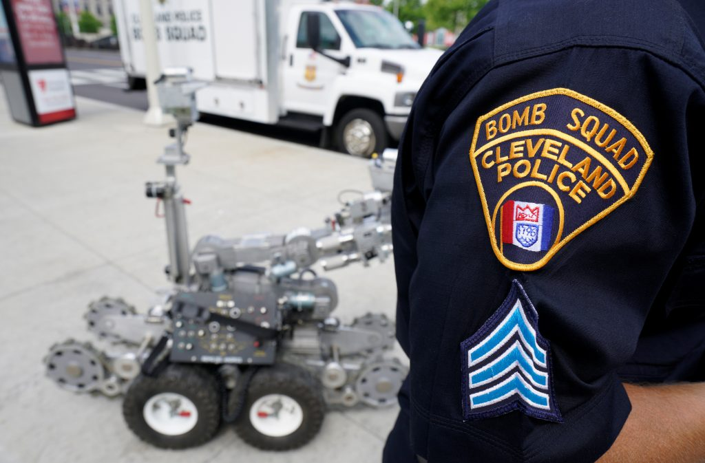Cleveland police bomb squad technician Sgt. Tim Maffo-Judd demonstrates a Remotec F5A explosive ordnance device robot during a demonstration of police capabilities near the site of the Republican National Convention in Cleveland, Ohio, U.S. July 14, 2016. REUTERS/Rick Wilking - RTSHXNN
