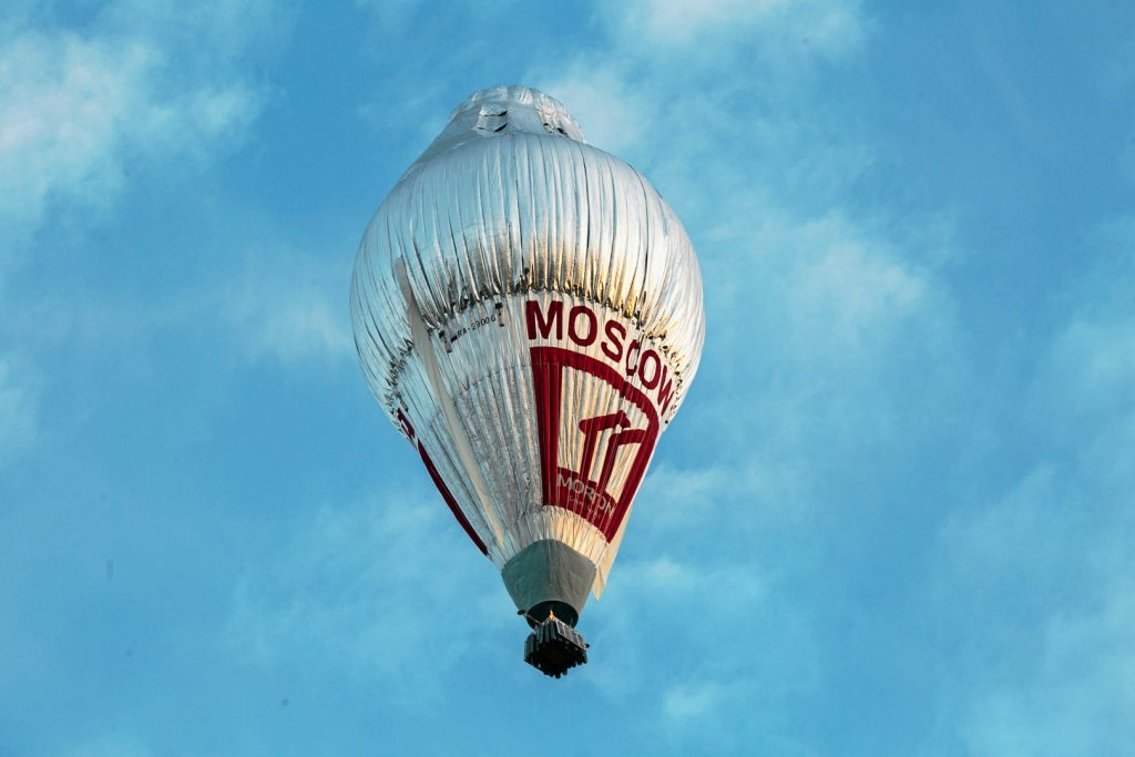 The balloon of Russian adventurer Fedor Konyukhov is seen after it lifted off in his attempt to break the world record for a solo hot-air balloon flight around the globe near Perth, Australia, in this handout image received July 12, 2016. Photo byOscar Konyukhov/Handout via Reuters
