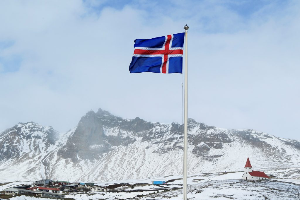 Iceland's national flag and a church are seen in the town of Vik, Iceland April 22, 2010. REUTERS/Lucas Jackson/File Photo - RTSFTO2