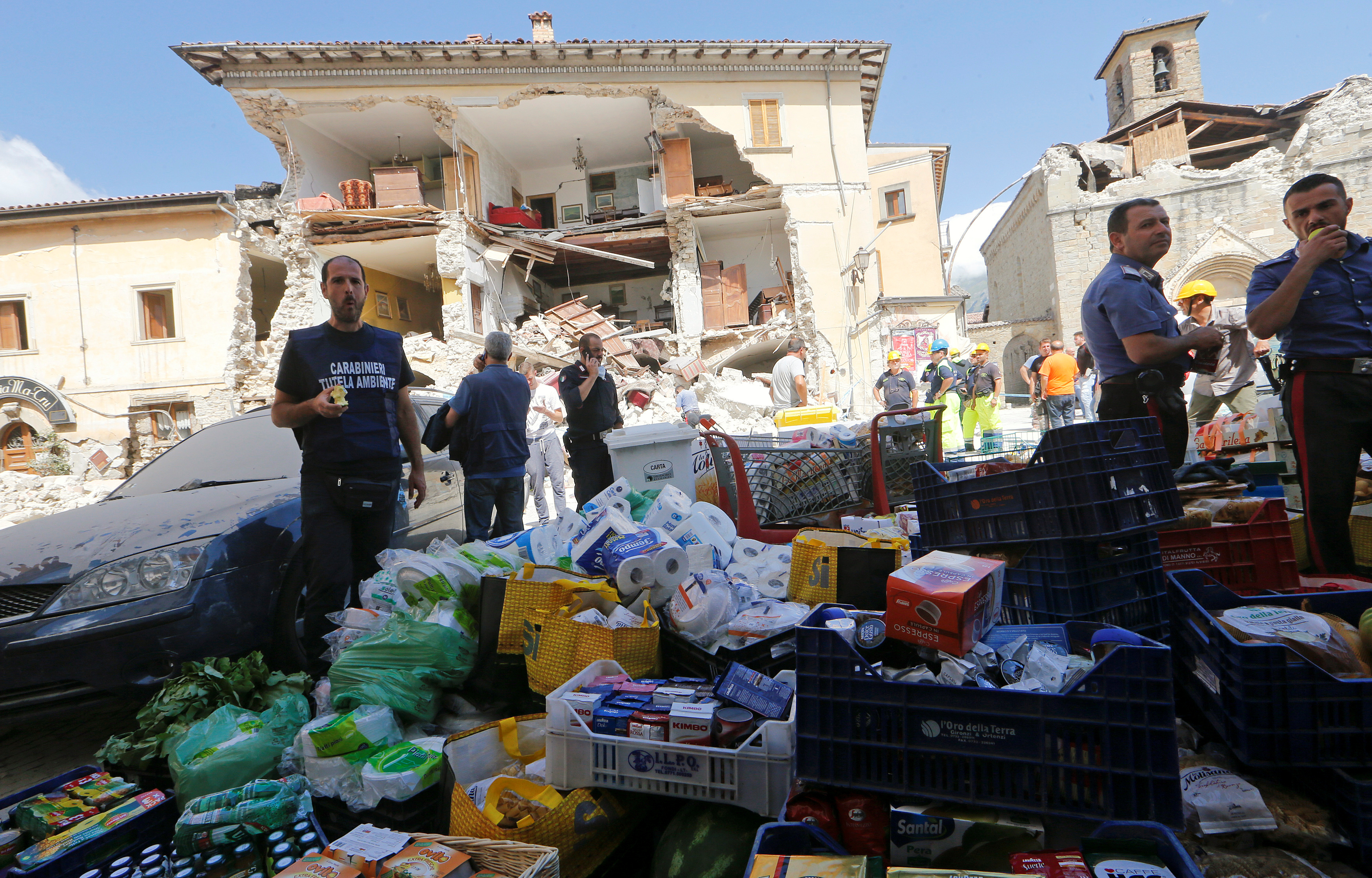 Rescuers prepare food for distribution in Amatrice on Wednesday. Photo by Ciro De Luca/Reuters