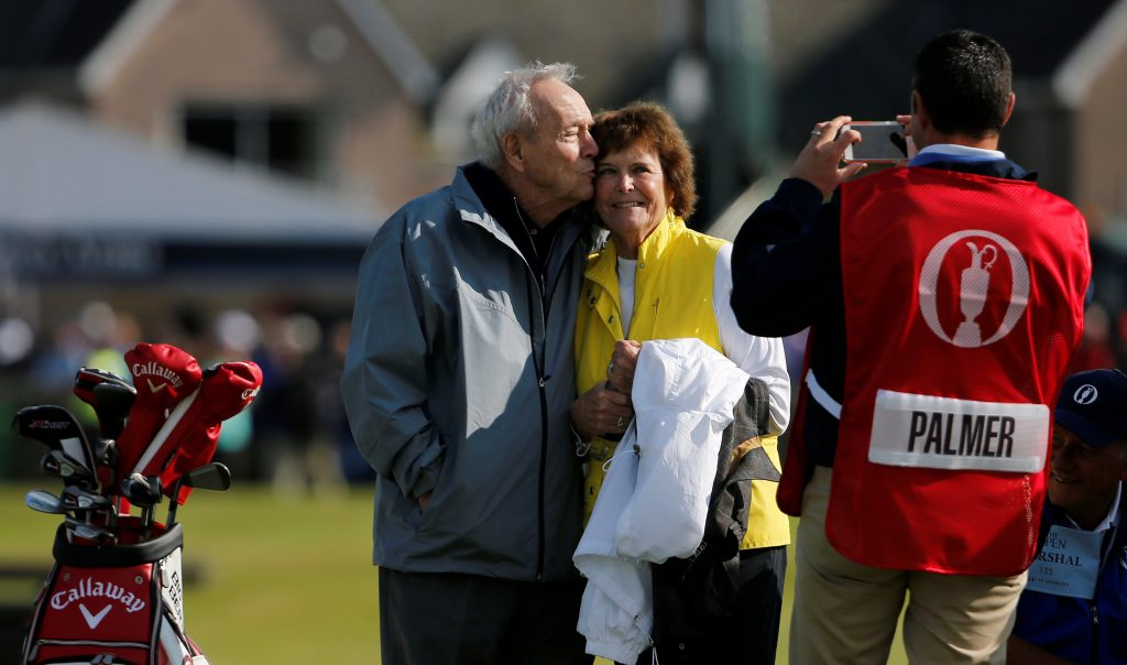 Arnold Palmer kisses his wife Kathleen Gawthrop on a golf course in St. Andrews, Scotland, on July 15, 2015. Photo by Paul Childs/Reuters