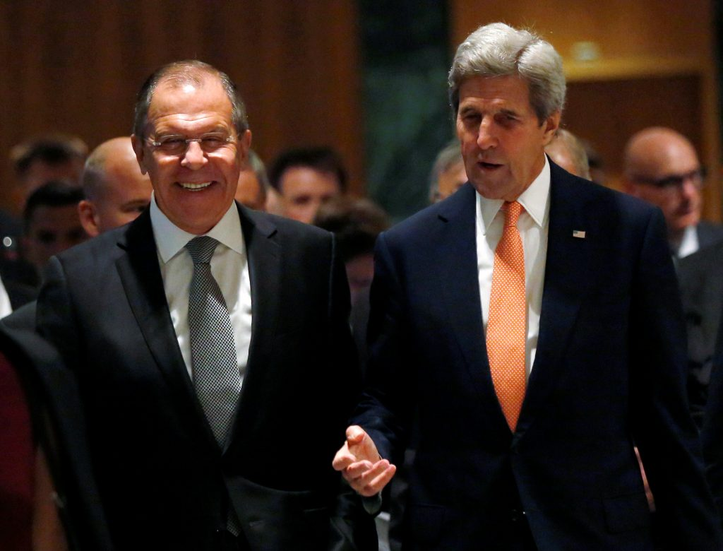 U.S. Secretary of State John Kerry (R) and Russian Foreign Minister Sergei Lavrov walk into their meeting room in Geneva, Switzerland, to discuss the crisis in Syria, September 9, 2016.REUTERS/Kevin Lamarque TPX IMAGES OF THE DAY - RTX2ORSX