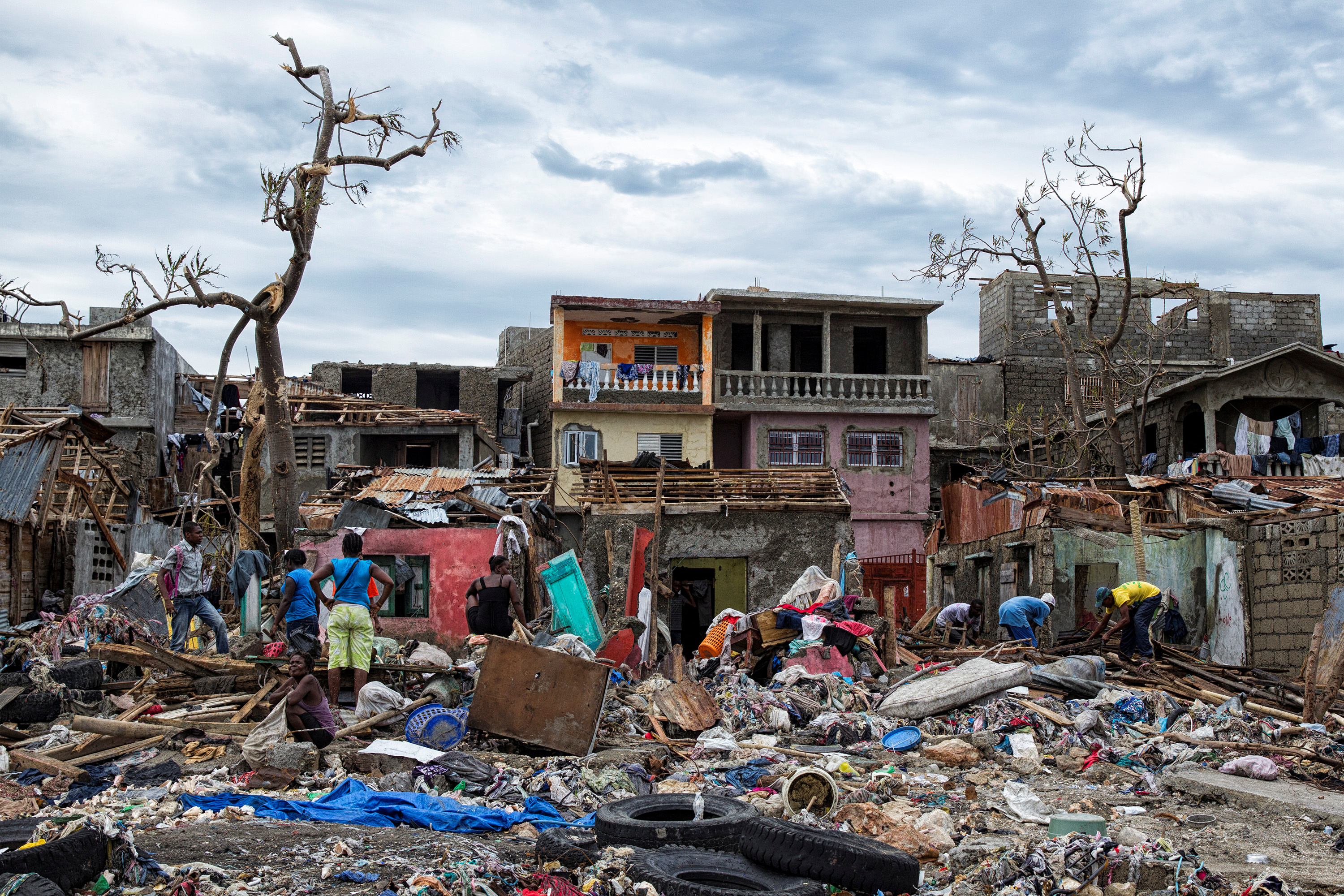 Clean up from Hurricane Matthew continues in Jeremie, Haiti, October 6, 2016. Picture taken October 6, 2016. Logan Abassi, courtesy of UN/MINUSTAH/Handout via REUTERS ATTENTION EDITORS - THIS IMAGE WAS PROVIDED BY A THIRD PARTY. EDITORIAL USE ONLY. NO RESALES. NO ARCHIVE. - RTSRAZF