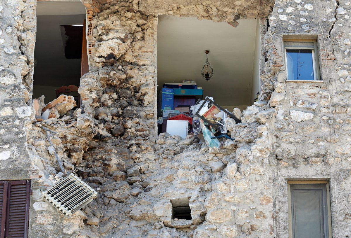 A damaged house is seen following an earthquake in Norcia, Italy, October 30, 2016. Photo By Remo Casilli/Reuters
