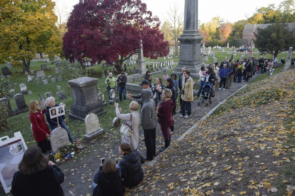 People line up to visit the grave of women's suffrage leader Susan B. Anthony on U.S. election day at Mount Hope Cemetery in Rochester, New York November 8, 2016. REUTERS/Adam Fenster - RTX2SJEP