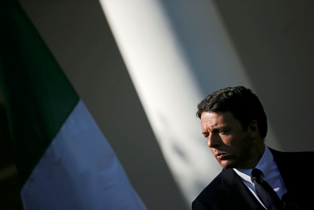 Italian Prime Minister Matteo Renzi attends a joint news conference with U.S. President Barack Obama in the Rose Garden of the White House in Washington, U.S., October 18, 2016. REUTERS/Carlos Barria/File Photo - RTX2U8W7